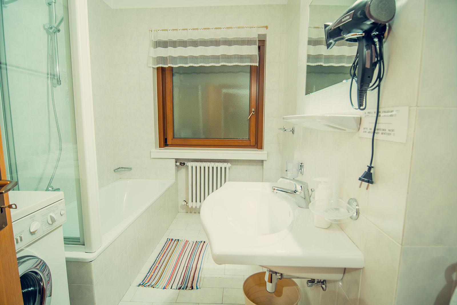 Bagno Con Doccia Al Centro : Bagni piccoli e moderni con doccia